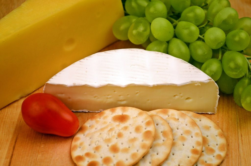 camembert-and-crackers